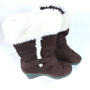 Brown american eagle fur boots